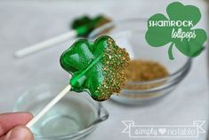 Cute, directions to make your own lollipops by Simply Notable. Also includes a giveaway.