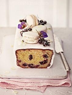 Black currant cake. Styling Sanna Kekalainen, photo Reetta Pasanen. Glorian ruoka amp; viini magazine |Recipe Ideas|Delicious Picture
