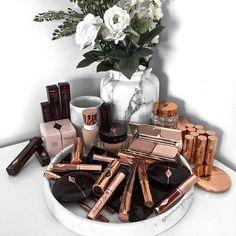 Instagram: @fromluxewithlove / beauty makeup flatlay #makeup #beauty #flatlay / www.fromluxewithlove.com