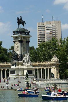 Parque de El Buen Retiro, Madrid. El parque al que los reyes iban a hacer su retiro espiritual.