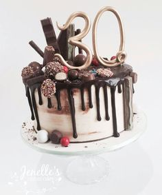 401 отметок «Нравится», 1 комментариев — Aust Cake Decorating Network (@austcakedecoratingnetwork) в Instagram: «White chocolate mud cake with white chocolate ganache and dark choc drip. Topped with an assortment…»