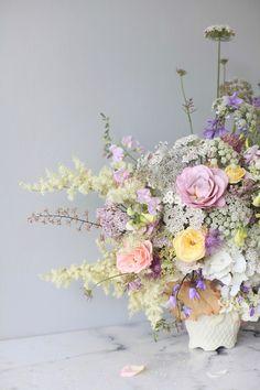 pastel summer flower arrangement with white hydrangea, roses, Queen Anne's lace, foxgloves, heuchera // stylist Anastasia…