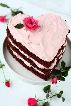 Upea ystävänpäivän nakukakku Baking Recipes, Dessert Recipes, Desserts, Sweet Bakery, Valentines Food, Food Gifts, Yummy Cakes, Sweet Recipes, Cake Decorating