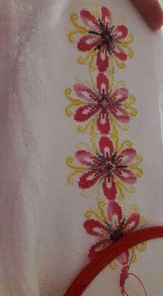Diy And Crafts, Cross Stitch, Towels, Punto De Cruz, Dots, Tejidos, Amigurumi, Needlepoint, Embroidery Ideas