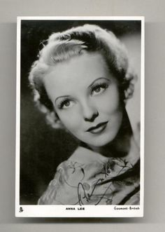 Anna Lee born Joan Boniface Winnifrith was an English actress. (How Green Was My Valley, The Sound of Music, General Hospital, Fort Apache, Port Charles) Golden Age Of Hollywood, Hollywood Stars, Vintage Glamour, Vintage Beauty, English Actresses, Actors & Actresses, Ford Stock, Anna Lee, John Ford