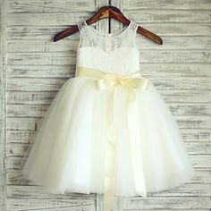 Princess+Knee-length+Flower+Girl+Dress+-+Lace+/+Satin+/+Tulle+Sleeveless+Scoop+with+–+USD+$+69.99