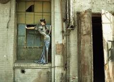 Fashion and Decay In the Vogue Italy appeared in June 2007 this editorial by the famous fashion photographer Steven Meisel Fashion Model Poses, Fashion Shoot, Editorial Fashion, Urban Fashion, New Fashion, Fashion Art, Trendy Fashion, Style Fashion, High Fashion
