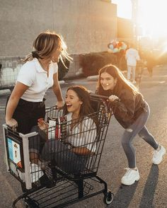 There's no one like your BFF! They will always have your back and get you through the good & the tough times. Here some cute phot ideas for that BFF goal! Photos Bff, Best Friend Photos, Best Friend Goals, Cute Photos, Cute Pictures, Bff Pics, Squad Pictures, Squad Photos, Insta Pictures