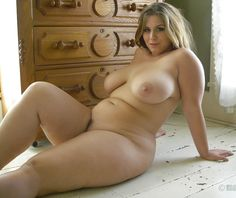 girl-curvy-nude-chick-inside-mother-pussy