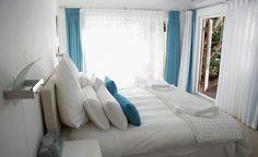 Cómo decorar un dormitorio pequeño y con poca luz - http://www.decoora.com/como-decorar-un-dormitorio-pequeno-y-con-poca-luz/