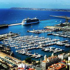 Espectacular vista del Puerto de Alicante desde el Castillo Santa Barbara. Foto de @maritaeskes Alicante, Villa Pool, Valencia, Spain And Portugal, Spain Travel, Snorkeling, City Photo, Barcelona, Scenery