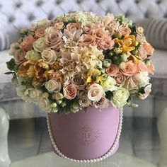The warm nude box with lovely hues! Flower Arrangement, Floral Arrangements, Flower Boutique, Flower Power, Composition, Floral Wreath, Royalty, Romance, Gardens