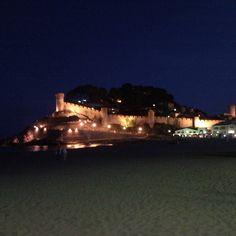 Interesting one by sin_na_nananana #landscape #contratahotel (o) http://ift.tt/1WAbNk3 noches!  Tossa de mar  #paisajes #noche #castillo #magicpict #lumix #bellezanatural #spain_beautiful #world #smile #costabrava #tossademar #catalunya #sinfiltros