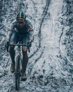 Wout Van Aert making tracks through the mud of Baal credit @cxhandbook
