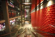 Wovin Wall acoustic tile in Standard tile design red polypropylene at I Square Shopping Centre Hong Kong. Bubble Wall, Modular Walls, 3d Wall Panels, Loft Design, Design System, Ceiling Design, Tile Design, Wall Tiles, 3 D