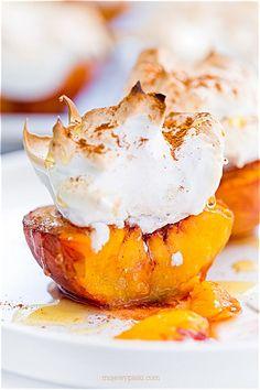 Roasted Peaches and Meringue Fruit Recipes, Sweet Recipes, Baking Recipes, Dessert Recipes, Dessert Ideas, Pavlova, Elegant Desserts, Just Desserts, Polish Desserts