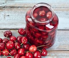 cherry compote- anti-cancer recipes- cook for your life Fruit Recipes, New Recipes, Whole Food Recipes, Dessert Recipes, Cooking Recipes, Breakfast Recipes, No Cook Desserts, Homemade Desserts, Quick And Easy Sweet Treats
