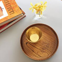 Crafted using ancestral Japanese techniques of woodturning and lacquerware. Shipping worldwide from Hong Kong. Japanese Plates, Japanese Ceramics, Japanese Dinner, Small Tray, Wooden Plates, Woodturning, Dinner Plates, Wood Grain, Natural Wood