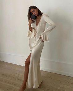 White Silk Dress, Silk Satin Dress, Satin Dresses, Dresses With Sleeves, Cream Formal Dresses, Long Sleeve Silk Dress, Dress Up, Bridesmaid Dresses, Glamour