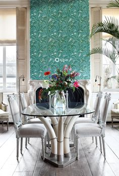 Tropical green wallpaper with palm leaf desgin, a chic exotic touch in a luxury dining room | collection Wunderkammer | Origin - luxury wallcoverings