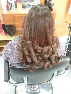Curls in 2020 Big Curls For Long Hair, Long Curls, Big Hair, Curly Hair, Great Hairstyles, Retro Hairstyles, Curled Hairstyles, Pin Up Girl Vintage, Bouffant Hair