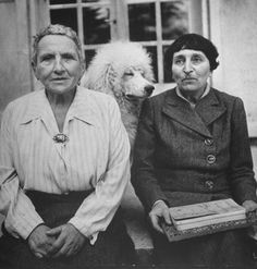 Author Gertrude Stein & Alice B. Toklas and Basket, the standard poodle. Stein had several standard poodles, one at a time, all named Basket Writers And Poets, Vintage Dog, Vintage Lesbian, Life Magazine, Gay Couple, Pets, I Love Dogs, Vintage Photos, Famous People