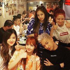 Blackpink e Taeyang Yg Entertainment, K Pop, Korean Girl Groups, South Korean Girls, Jenny Kim, Yg Artist, Blackpink Members, Kpop Couples, Black Pink Kpop