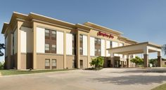Hampton Inn San Angelo San Angelo This San Angelo, Texas hotel is only minutes from San Angelo Regional Airport and the city centre. The hotel offers a free hot breakfast daily and guest rooms with coffee makers.