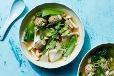 Wonton Soup With Mushroom-Zucchini Mushroom Meatballs, Zucchini Meatballs, Best Soup Recipes, Vegetarian Recipes, Cooking Recipes, Vegan Soups, Vegetarian Wonton, Favorite Recipes, Vegan Dishes