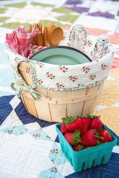 I love this picnic basket. So sweet!