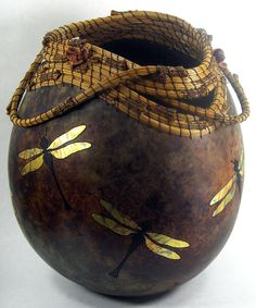 Gourd Art for Sale by Judy Richie.this is again beautiful with the inlaid dragonflies. Decorative Gourds, Hand Painted Gourds, Pine Needle Crafts, Pine Needle Baskets, Sculptures Céramiques, Dragonfly Art, Pine Needles, Arte Popular, Gourd Art