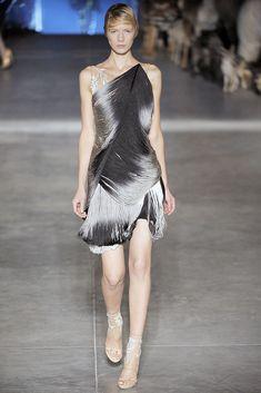 Alexander McQueen Spring 2009 Ready-to-Wear Fashion Show - Alyona Osmanova