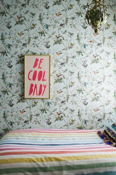 Papier peint Hummingbirds Cole and Son Girl Room, Girls Bedroom, Bedrooms, Cole And Son Wallpaper, Print Wallpaper, Wallpaper Ideas, Inspirational Wallpapers, Home And Deco, Cool Rooms