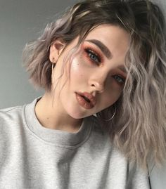 Current alternatives to hairstyles for short wavy hair 2 .- Aktuelle Alternativen zu Frisuren für kurzes welliges Haar 2019 Current Alternatives to Hairstyles for Short Wavy Hair 2019 - Cute Makeup, Makeup Looks, Hair Makeup, Makeup Style, Makeup Shop, Curly Hair Styles, Short Wavy Hair, Short Grunge Hair, Hair Looks
