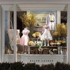 shop window display by ralph lauren Visual Display, Display Design, Store Design, Design Shop, Kids Store Display, Store Window Displays, Store Front Windows, Retail Windows, Merchandising Displays