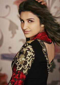 Parineeti chopra latest stills Bollywood Actors, Bollywood Celebrities, Bollywood Fashion, Beautiful Celebrities, Beautiful Actresses, Parneeti Chopra, Kareena Kapoor Khan, Beauty Full Girl, Indian Beauty Saree
