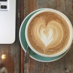 La dernière de la semaine.  #fraichementpresse #repost : @souzieveilleux #paquebotcafe #mtlcoffeecrawl #coffee #coffeegram #latteart #workworkwork #ondejeune #morning #instagood #yummy #eatmtl #mtlfoodie #foodblogger #mtlblogger
