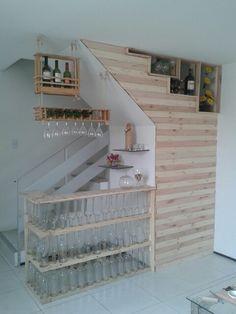Reaproveitando o cantinho da escada e reciclando garrafas