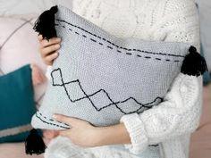 45 cadeaux de Noël à faire soi-même • Hellocoton Diy Mode, Couture, Blog, Pillows, Creative, Handmade, Inspiration, Bedroom, Fashion