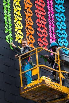 """140 mètres de long, 15 m de haut, 500 litres de peinture, 15000 origami, quelques centaines (milliers ?) de """"morigami"""", près de trois semaines de pluie, pour"""
