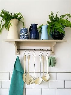 An inspirational image from Farrow and Ball - color Wevet Farrow And Ball Paint, Farrow Ball, Country Kitchen Inspiration, Small Apartment Hacks, Paint For Kitchen Walls, Living Room Update, Modern Cottage, Kitchen Decor, Kitchen Ideas