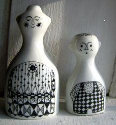 """Emilia"" from Arabia Finland salt & pepper by Hopelevich Hopelitchka Ceramic Tableware, Porcelain Ceramics, Ceramic Pottery, Ceramic Art, Kitchenware, Nordic Design, Scandinavian Design, Vintage Pottery, Vintage Ceramic"
