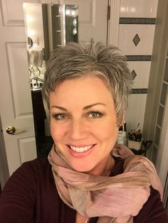 short hairstyles over 50 Highlights Hair Styles For Women Over 50, Short Hair Cuts For Women, Short Hair Styles, Short Cuts, Short Grey Hair, Fru Fru, Hairstyles Over 50, Pretty Hairstyles, Modern Haircuts
