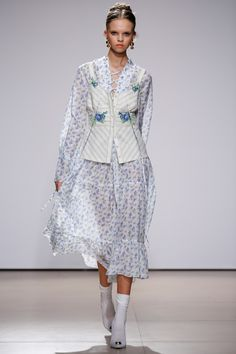 See the complete Flow the Label Kiev Spring 2017 collection.