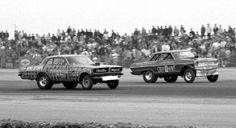 """Beswick vs. Carter - Arnie """"The Farmer"""" Beswick ventured to Bakersfield in '67. It was the first appearance for funny cars at the """"Smokers"""" Event. Here Arnie took on Carter and Little's Chevy 2 Heavy with his Tameless Tiger Tempest."""