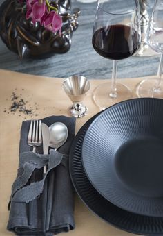 Modern table setting with black plates from Royal Copenhagen.
