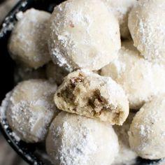 Snowball Cookies (Russian Tea Cakes) - Stuck On Sweet Chocolate Crinkle Cookies, Chocolate Crinkles, Raisin Cookies, Mint Cookies, Baked Brisket, Roast Brisket, Pork Roast, Cookie Sticks, Russian Tea Cake