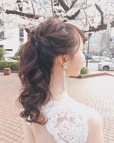 竹本 実加 / MY DRESSER代表さんはInstagramを利用しています:「ミディアムヘアでも 高めのポニーテールはできる??😀 . もちろできます❤️😄 3枚目が本当の長さ。 (ロケ中にダウンにチェンジ♪) . 海外挙式を終えたshizukaさん その時には、中間でまとめた ナチュラルなポニーテールにしたから、 今度は雰囲気を変えた ポニーにしたいとい…」 Lace Wedding, Wedding Dresses, Bride Hairstyles, Hair Styles, Instagram, Weddings, Fashion, Hairdos, Bride Dresses
