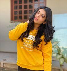 Teenage Girl Photography, Girl Photography Poses, Stylish Girls Photos, Girl Photos, Girls Fashion Clothes, Girl Fashion, Pakistani Models, Pakistani Actress, Stylish Dpz