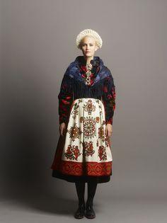 eva_lie2_142012ret Folk Fashion, Diy Fashion, Fashion Design, Folklore, Folk Costume, Dressing, Traditional Dresses, Aesthetic Clothes, Inspiration